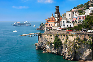 Resort town of Atrani ; Amalfi Coast ; Italy (Paul Williams)