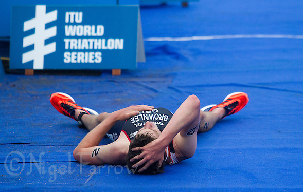 15 SEP 2013 - LONDON, GBR - Jonathan Brownlee (GBR) of Great Britain recovers after losing the elite men's ITU 2013 World Triathlon Series Grand Final and the series to Javier Gomez (ESP) of Spain after a sprint for the line in Hyde Park in London, Great Britain (PHOTO COPYRIGHT © 2013 NIGEL FARROW, ALL RIGHTS RESERVED) (NIGEL FARROW/COPYRIGHT © 2013 NIGEL FARROW : www.nigelfarrow.com)