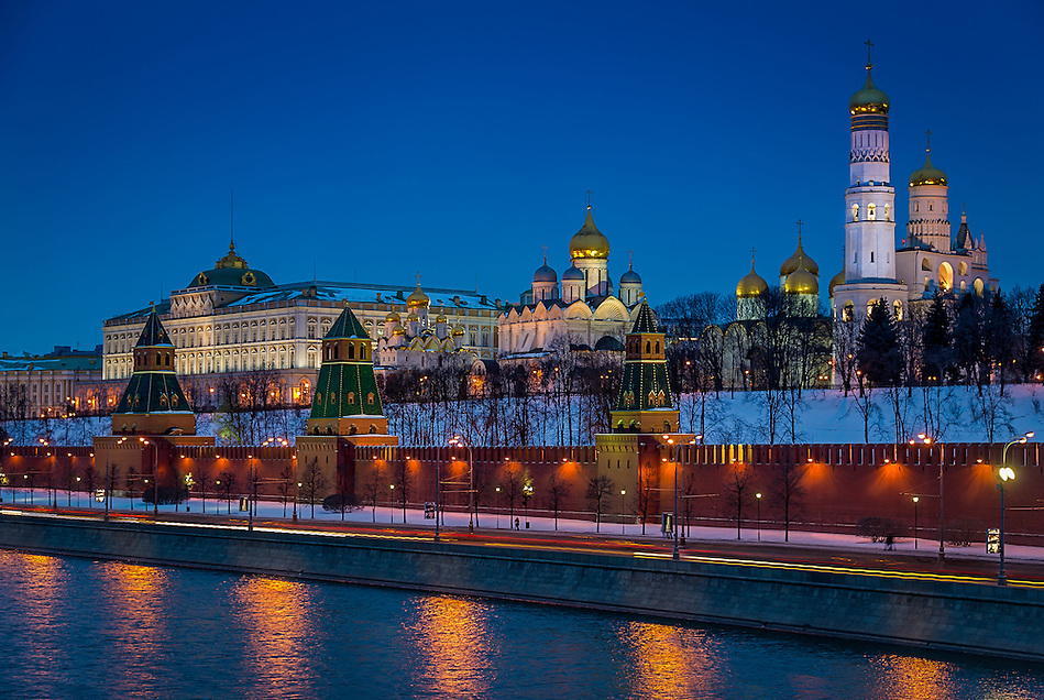 Close up view of Kremlin from the banks of the Moskva River in Moscow at night in Russian Federation (Daniel Korzeniewski)