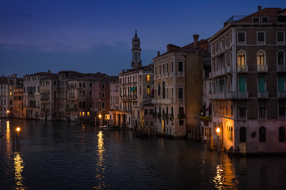 VENICE, ITALY - CIRCA MAY 2015: View of the Gran Canal from the Rialto Bridge at night in Venice (Daniel Korzeniewski)