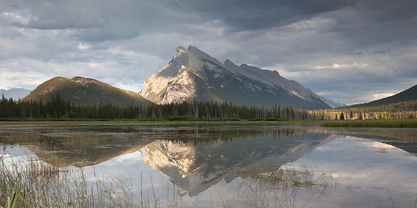 Mount Rundle Reflection in Vermilion Lakes - Banff, Alberta, Canada. (Thierry Carlier)