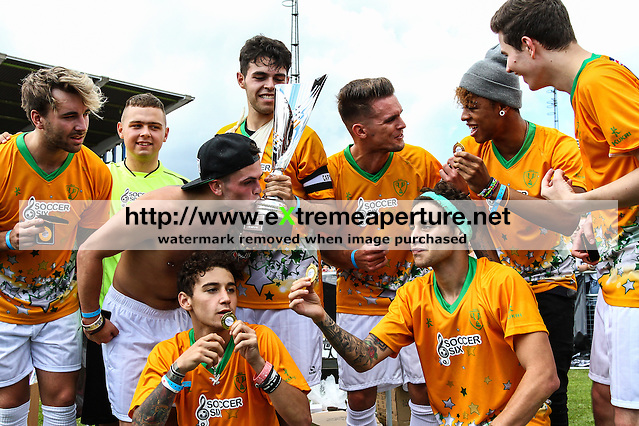 London, UK on Sunday 31st August, 2014. The Janoskians team celebrate victory during the Soccer Six charity celebrity football tournament at Mile End Stadium, London. (David Horn/EAP)