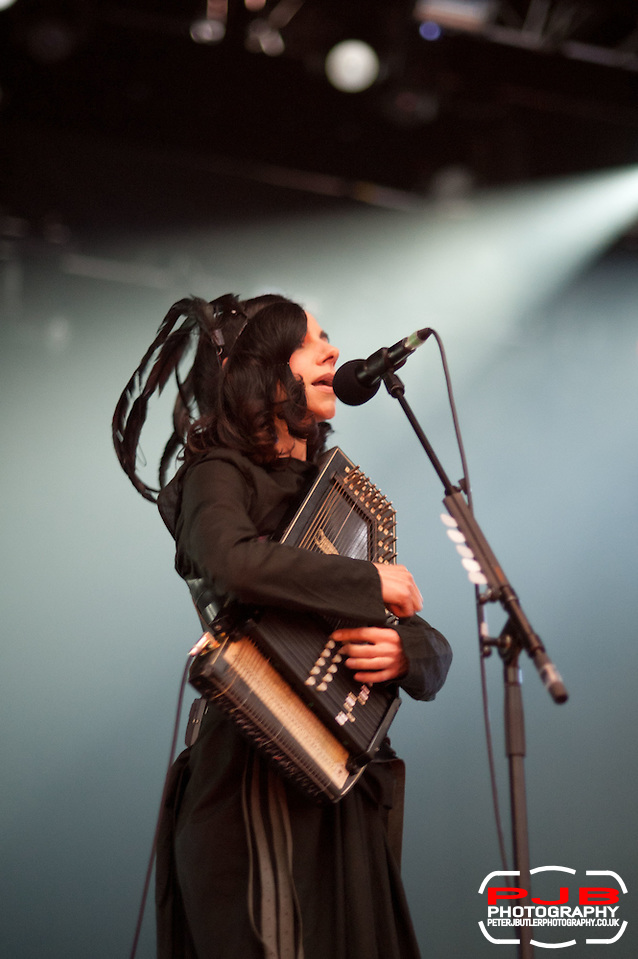 PJ Harvey Performing @ ATP - 2011 - I'll Be Your Mirror - Curated by Portishead & ATP (Peter J Butler)