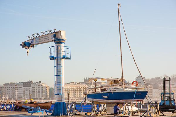 Boat in harbor in San Sebastian (Spain) (Carlos Peñalba)