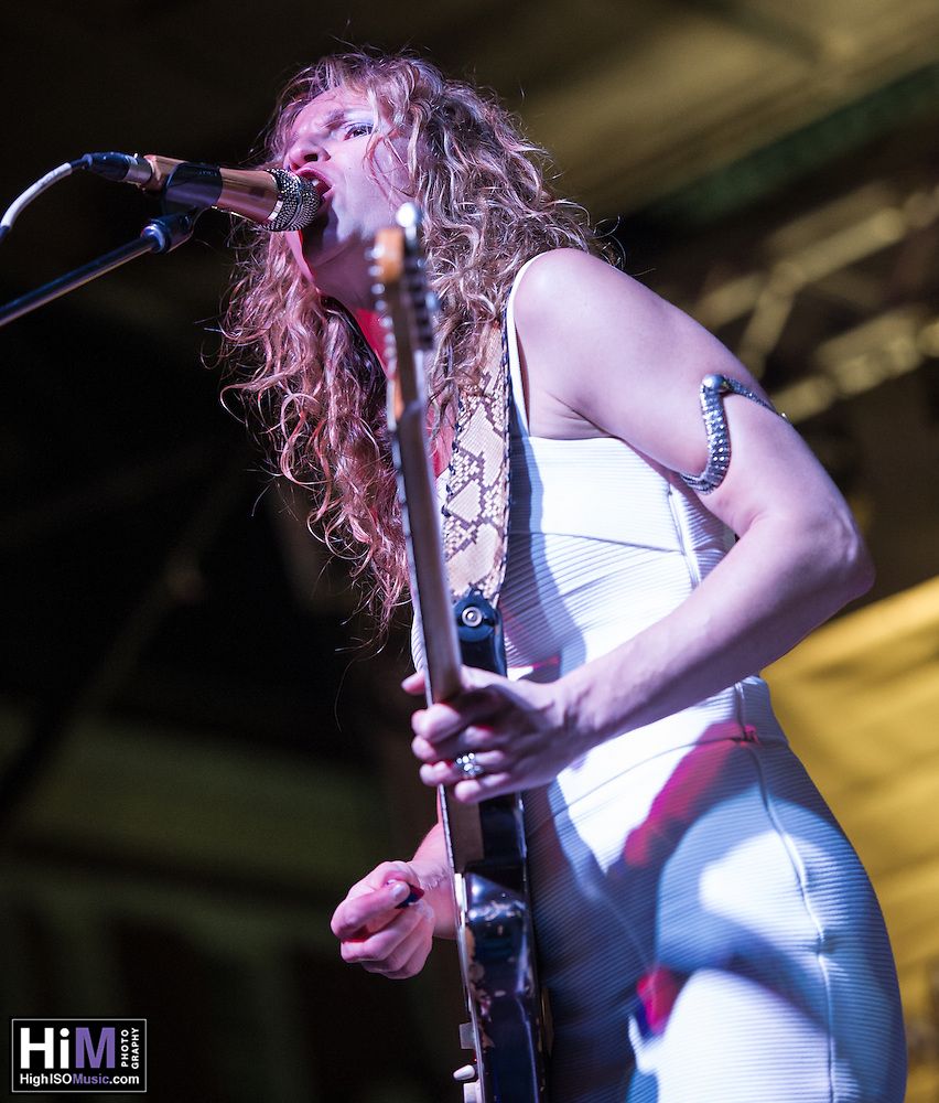 Ana Popovic performs at the 2014 Crescent City Blues and BBQ Festival in New Orleans, LA. (Elsa Hahne)