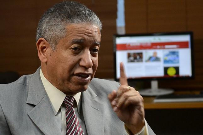 Héctor Guzmán llama desoír  campaña mediática del gobierno y su candidato