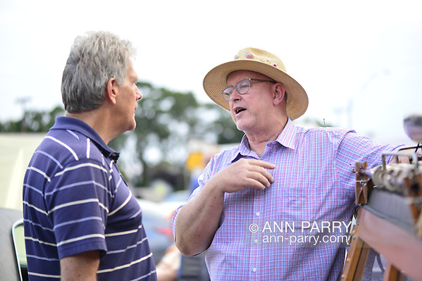 Bellmore, New York, USA. 11th August 2017.  At right, MIKE RADOMSKI, of Valley Stream, owner of 1967 Wunderbug Volkswagen, and BRYAN RICHHEIMER, of Vermont, chat at Bellmore Friday Night Car Show. (Ann Parry/Ann Parry, ann-parry.com)