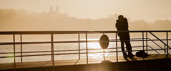 Young couple kissing on La Concha beach pier in San Sebastian (Spain) (Carlos Peñalba)