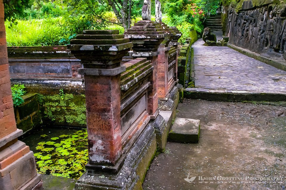Bali, Gianyar, Yeh Pulu. A sacred pool and a small, newer temple. (Photo Bjorn Grotting)