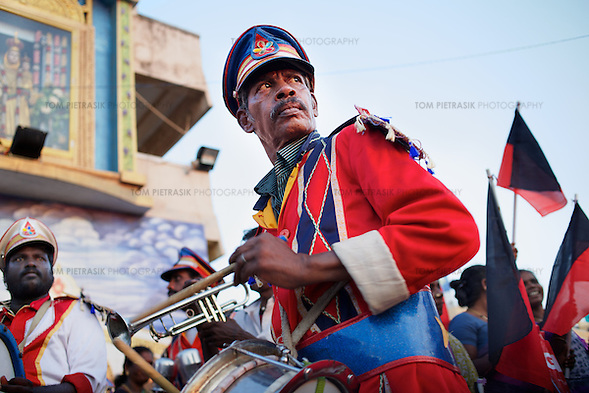 A band plays music at a DMK (Dravida Munnetra Kazhagam) pre-election rally in Chennai at which leader  M.K. Stalin spoke.  Photo: Tom Pietrasik April 6th 2014 Chennai, India (Tom Pietrasik)