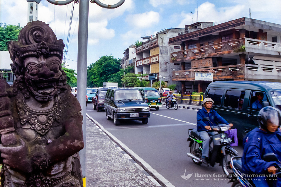 Bali, Denpasar. The capital center. Dense traffic. (Photo Bjorn Grotting)