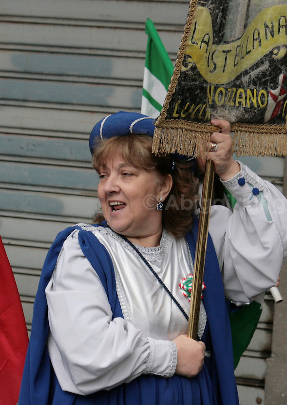 Italy Celebrates 150 Years in Photos - Woman Waves Flag