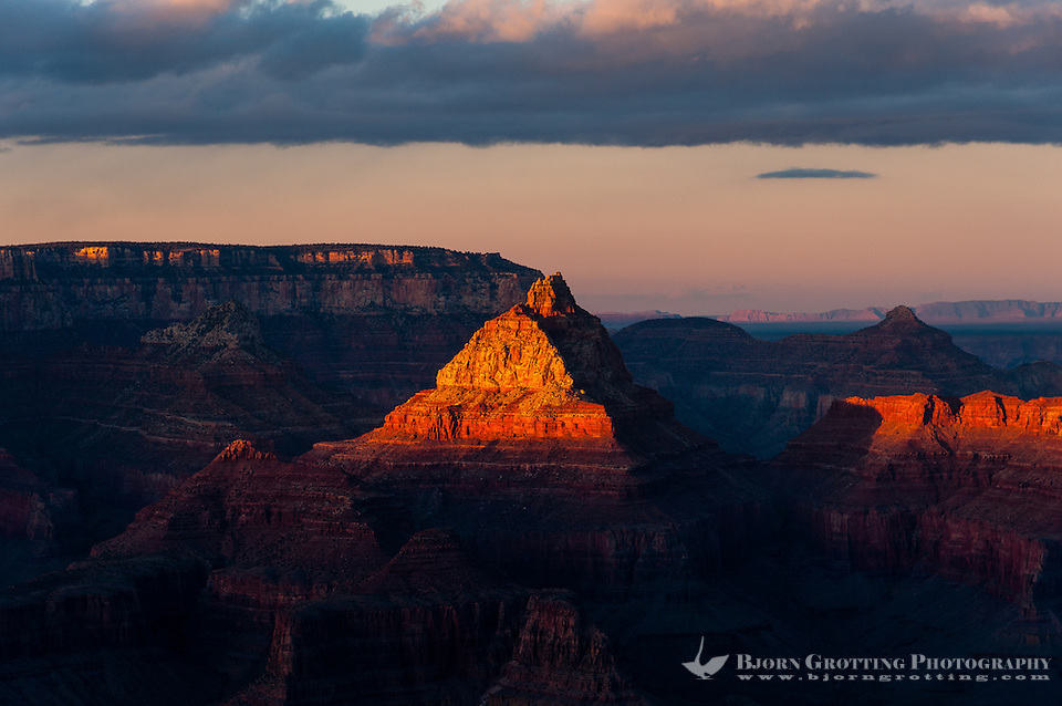 United States, Arizona, Grand Canyon. Sunset at Lipan Point, with sunrays hitting some of the peaks. (Photo Bjorn Grotting)
