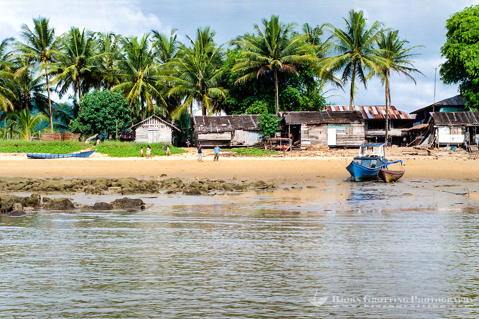 Kalimantan, Tanjung Datu. Small village close to the Malaysian border. Fishing vessel on the beach. (Bjorn Grotting)