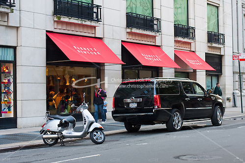 barneys on fifth avenue in New York City in October 2008 (Christopher Holt LTD - LondonUK, Christopher Holt LTD/Image by Christopher Holt - www.christopherholt.com)