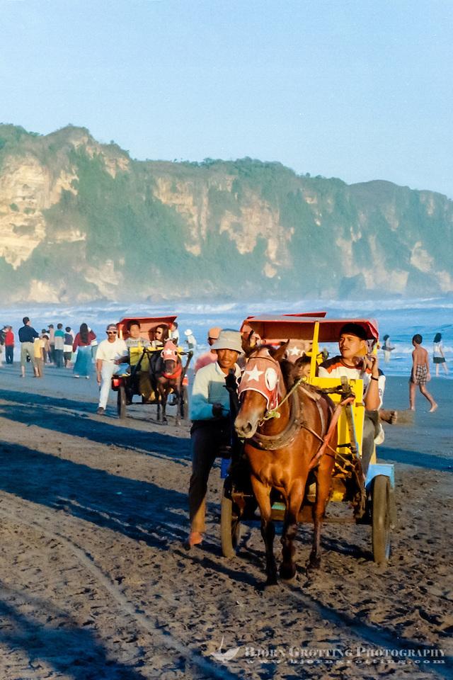 Java, Yogyakarta. A beach south of Yogyakarta. Horse cab. (Bjorn Grotting)