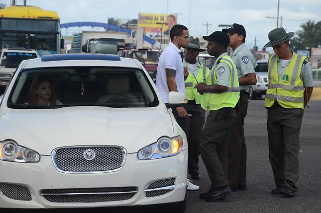 AMET retiene cerca de 800 automóviles por falta de marbete en 24 horas