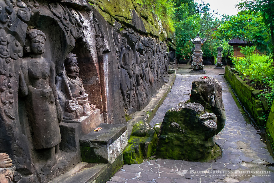 Bali, Gianyar, Yeh Pulu. The relief tells stories about daily life on Bali about 1000 years ago. (Photo Bjorn Grotting)