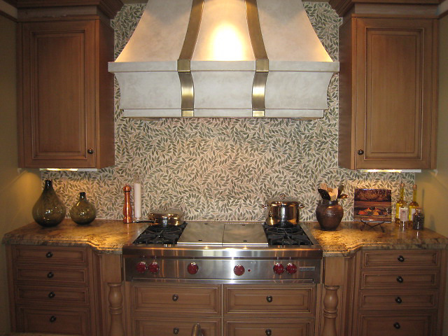 Jacqueline Vine backsplash in tumbled Alba Chiara. (New Ravenna Mosaics 2010)