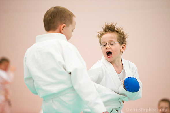 Innanfélagsmót Fylkis í karate, Ari Carl í sínum fyrsta bardaga. ©2011 Christopher Lund.