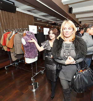 Celebrity style expert Jess Zaino with Ramona Singer touring the Nolcha Fashion Lounge..Nolcha supports the growth of ethical fashion and celebrate independent fashion brands who hold to sustainable, organic and eco-friendly fashion standards.  Nolcha is an award-winning leading global platform advancing the business of independent fashion designers and retailers via social e-commerce, fashion week events and an educational video portal. (Jeffrey Holmes)