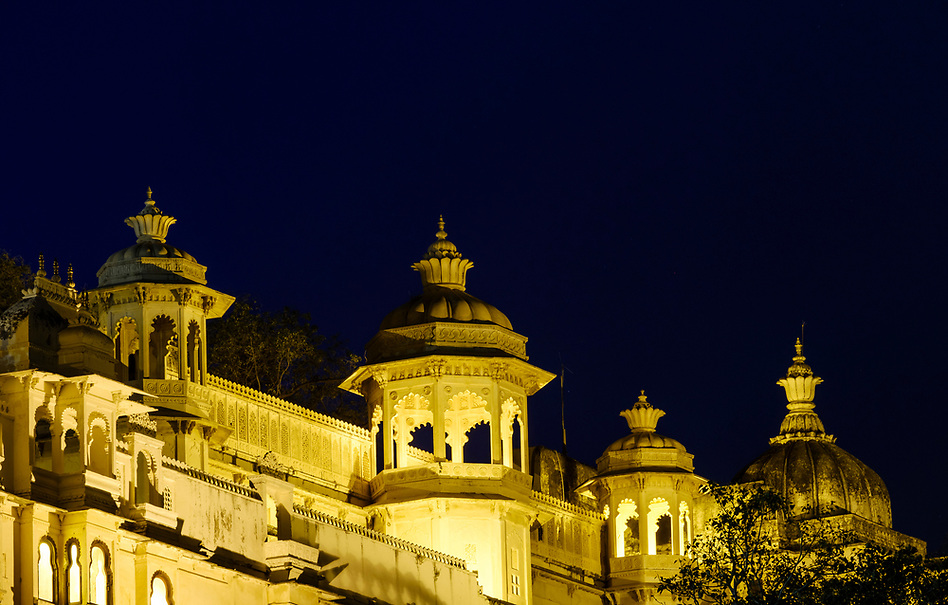 UDAIPUR, INDIA - CIRCA NOVEMBER 2016: Architectural detail of the City Palace at night in Udaipur (Daniel Korzeniewski)