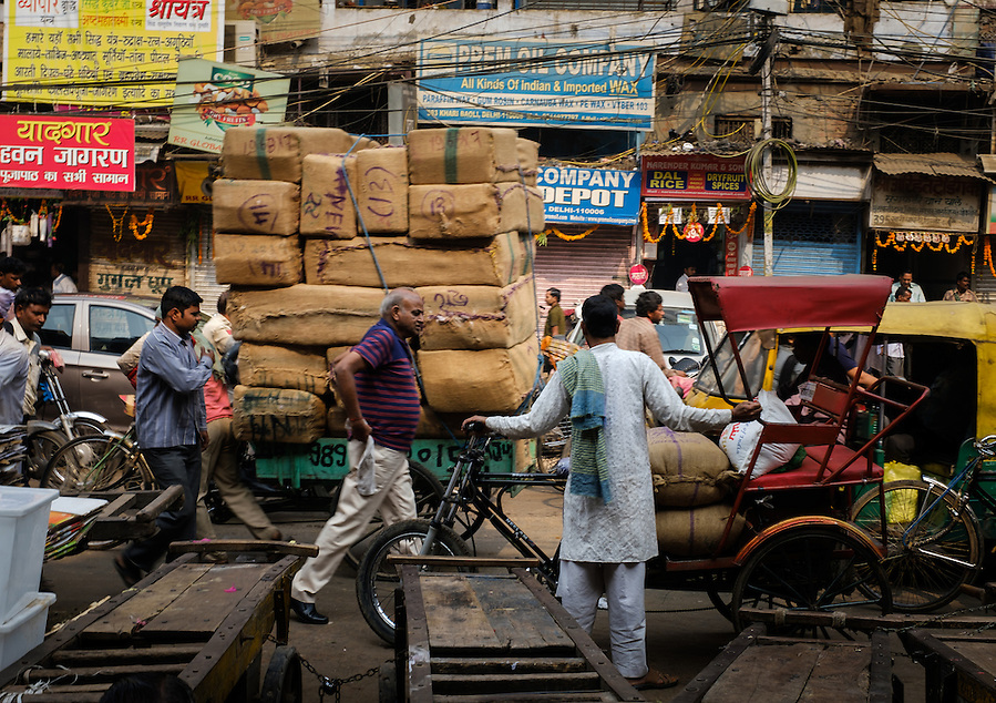 NEW DELHI, INDIA - CIRCA OCTOBER 2016: Street around the spice market and the Chandni Chowk area in Old Delhi. (Daniel Korzeniewski)