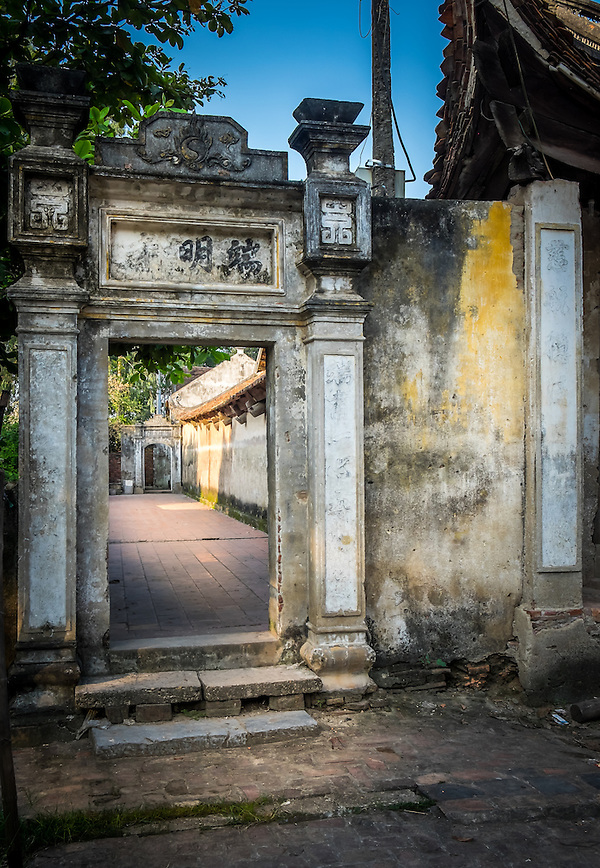 VAN HA, VIETNAM - CIRCA SEPTEMBER 2014: Temple at the Lang Gom Tho Ha village. The village belongs to the Van Ha commune, it is located 50km away from Hanoi in Northern Vietman (Daniel Korzeniewski)