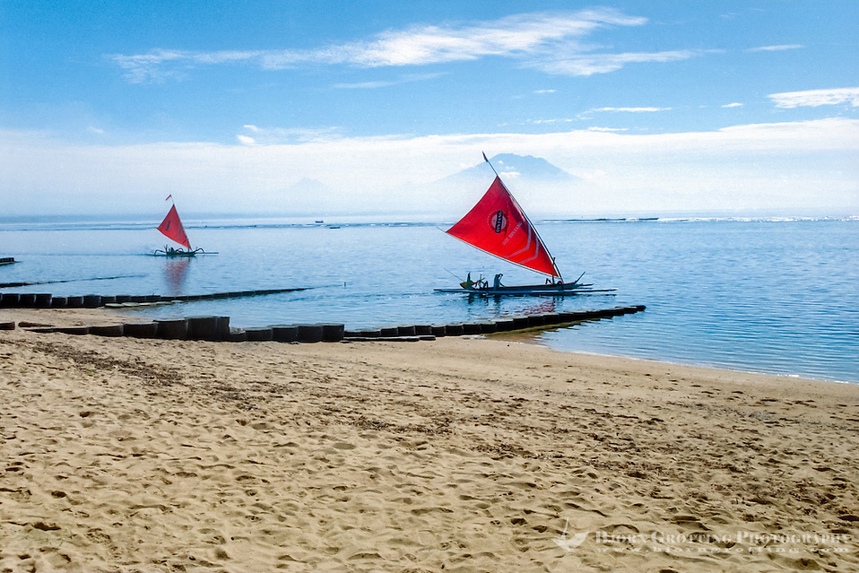 Bali, Denpasar, Sanur. Sanur beach with Gunung Agung in the background (Bjorn Grotting)