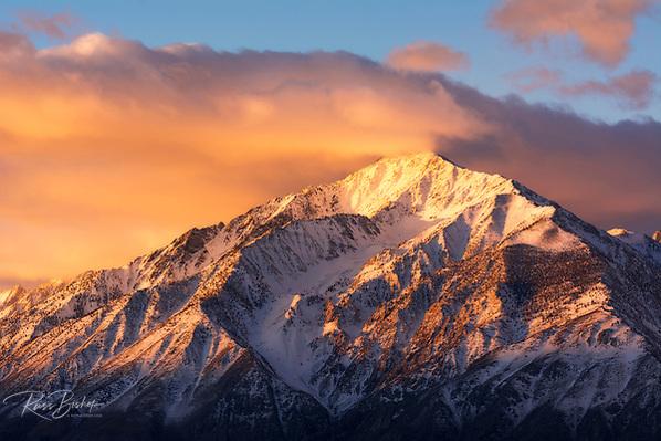 Winter sunrise on Mount Tom, John Muir Wilderness, Sierra Nevada Mountains, California USA (© Russ Bishop/www.russbishop.com)