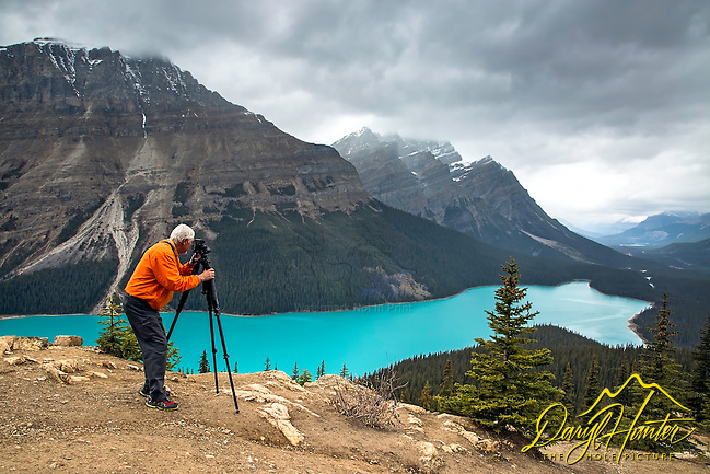 Photographer Jim Osterhout capturing the magic of Peyto Lake in Banff National Park (Daryl L. Hunter/© Daryl L. Hunter)