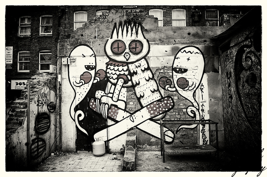 Street art by Kid Acne & Dscreet, Shoreditch, East London (Viveca Koh)