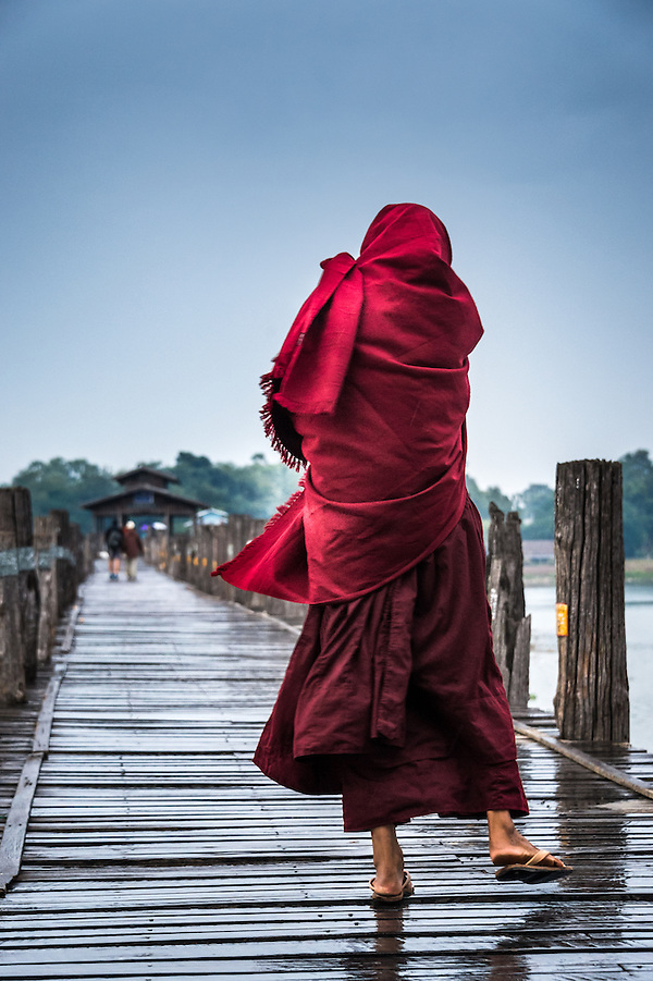 MANDALAY, MYANMAR - CIRCA DECEMBER 2013: Buddhist monk crossing the U Bein Bridge in Amarpura (Daniel Korzeniewski)