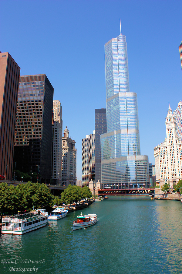 A view of the Trump International Tower on the Chicago River (Ian C Whitworth)