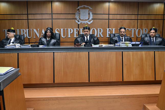 Cámara de Cuentas considera ilegal los lujosos salarios de los jueces del TSE