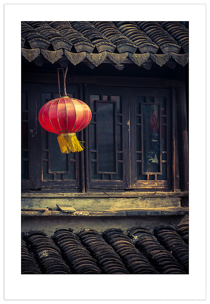 A Lantern in Xitang, Zhejiang, China (Ian Mylam/ Ian Mylam (www.ianmylam.com))