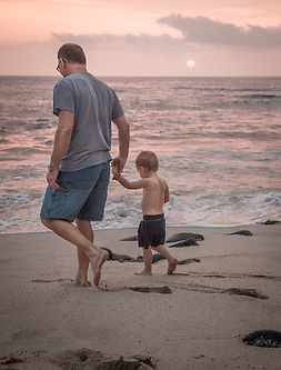 David Gnemi and his 3 year old son, Jacob, Kialua, Kona, Hawaii (Clark James Mishler)