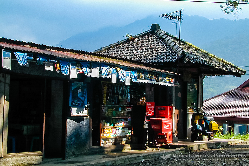 Indonesia, Java, Puncak. A shop on the east side of the Puncak Pass. (Photo Bjorn Grotting)