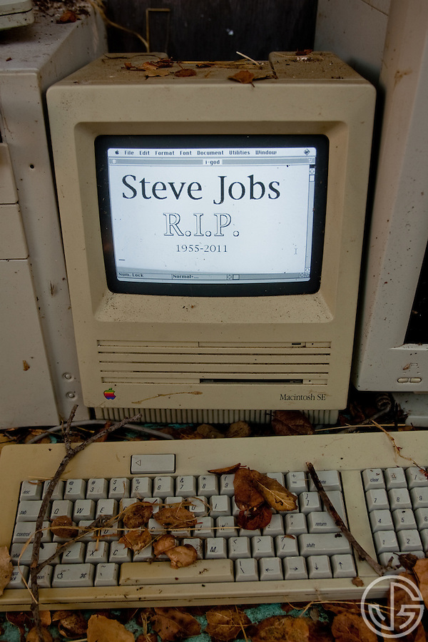 Rest In Peace Steve Jobs -- Mac SE (Joe Gosen)