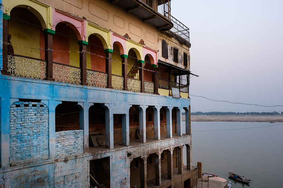 VARANASI, INDIA - CIRCA NOVEMBER 2016: Old building by the Ganges river. The city of Varanasi is the spiritual capital of India, it is the holiest of the seven sacred cities in Hinduism and Jainism. The Ganges is also considered a sacred river. (Daniel Korzeniewski)