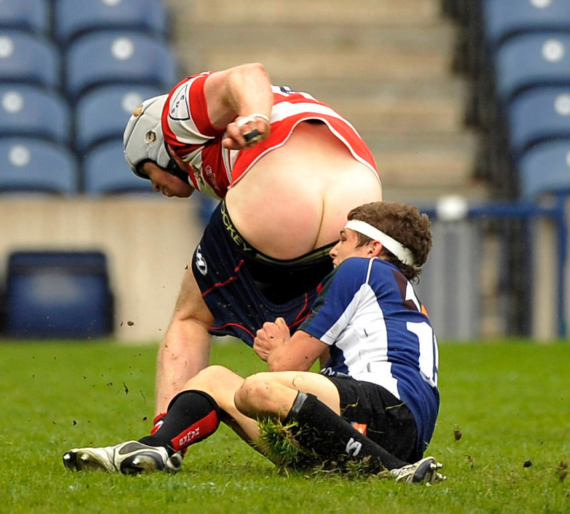 10TH MAY 2009, GLASGOW HAWKS V PEEBLES AT MURRAYFIELD STADIUM, DEREK PATTON OF PEEBLES HAS GRAIG GROSSMAN OF GLASGOW TAKING UP THE REAR, ROB CASEY PHOTOGRAPHY. (ROB CASEY/ROB CASEY PHOTOGRAPHY)