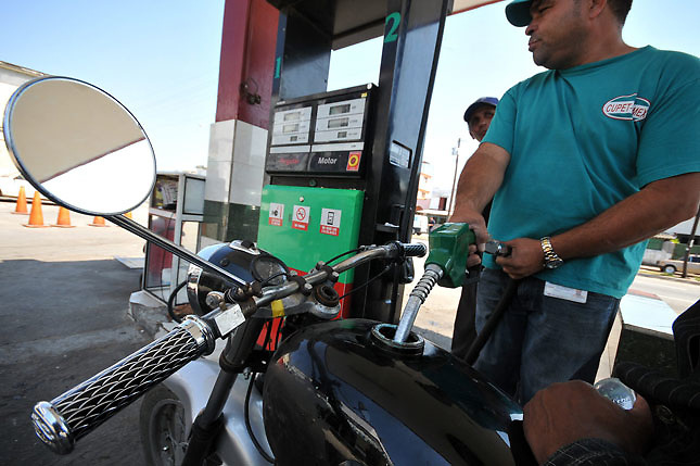 ¡Un respiro!: Combustibles bajarán hasta seis pesos esta semana