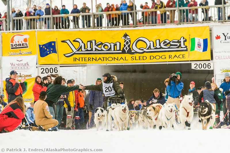 Musher Wayne Hall in Fairbanks on the Chena river at the start of the 1000 mile Yukon Quest sled dog race 2006, between Fairbanks, Alaska and Whitehorse, Yukon. Dubbed the toughest dogsled race in the world. (Patrick J. Endres / AlaskaPhotoGraphics.com)