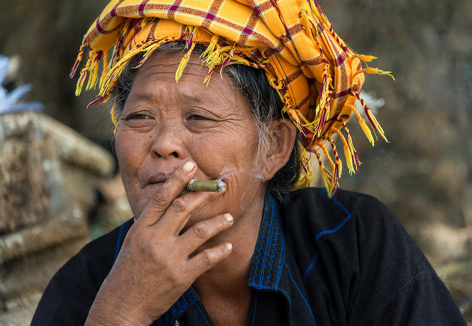 INLE LAKE, MYANMAR - CIRCA DECEMBER 2013: Burmese woman smoking in the Taung Tho Market in Inle Lake, Myanmar (Daniel Korzeniewski)