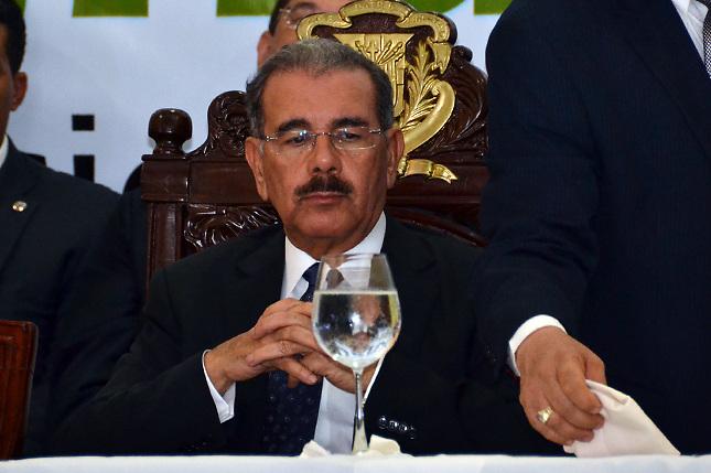 "Danilo promete ""esfuerzo sin precedentes"" para modernizar sistema eléctrico"