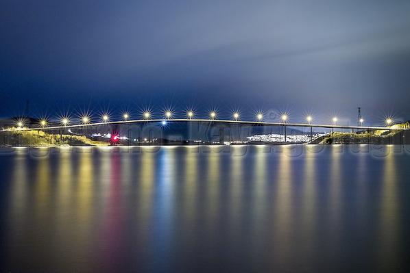 Herøy bridge by night | Herøybrua i kveldslys (Kay-Åge Fugledal)