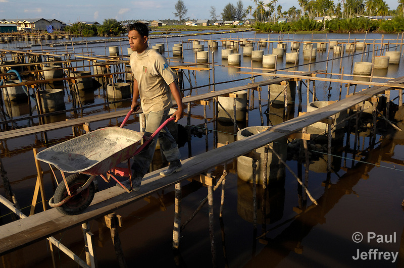 In Kuala Bubon, near Meulaboh in Indonesia's Aceh region, YEU and the ACT Alliance are following traditional Acehenese culture in building homes over a lagoon for survivors of the 2004 tsunami. (Paul Jeffrey)