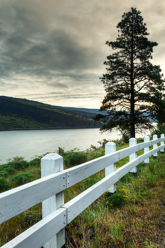 Morning over the Columbia River with white wooden guard rail along edge of Mosier Twin Tunnels Trail, Mosier, Oregon, USA (Brad Mitchell)