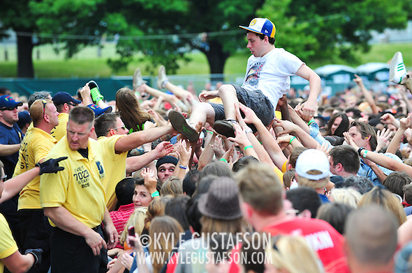 Crowd_Surfing-6066.jpg