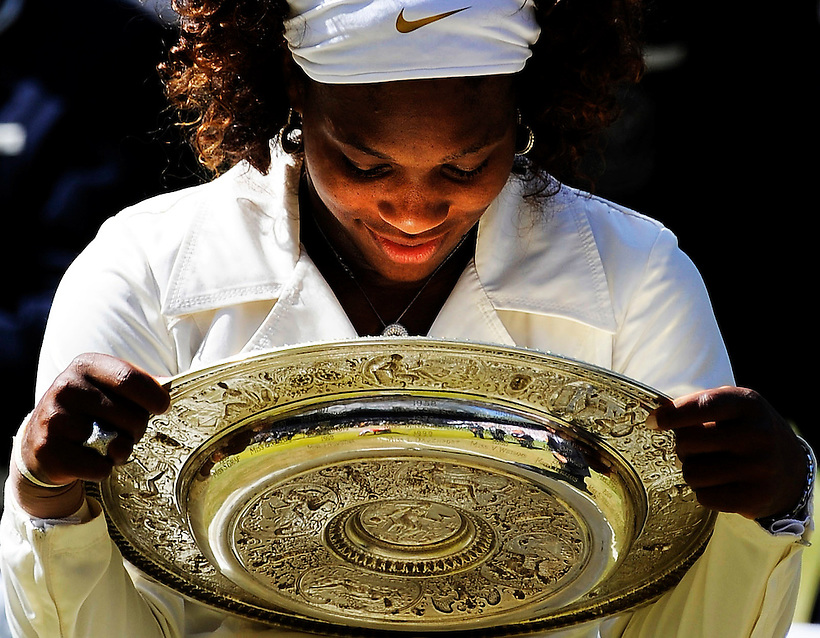 4TH JULY 2009, WIMBLEDON TENNIS CHAMPIONSHIPS, LADIES FINAL, SERENA WILLIAMS DEFEATS HER SISTER VENUS IN AN INDEPENDENCE DAY FINAL, ROB CASEY PHOTOGRAPHY. (ROB CASEY/ROB CASEY PHOTOGRAPHY)